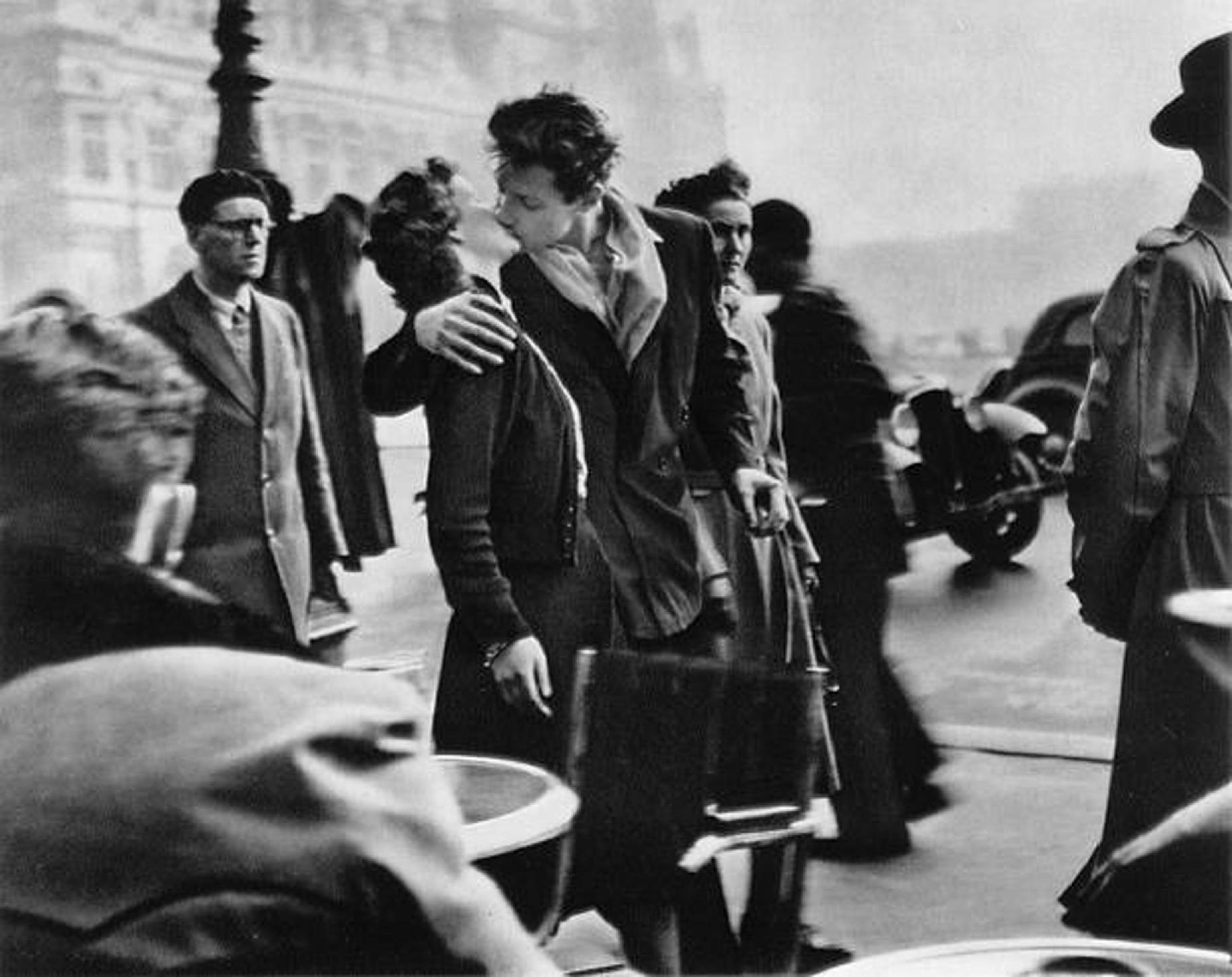 La mítica fotografía de Robert Doisneau se ha convertida en uno de los iconos de amor