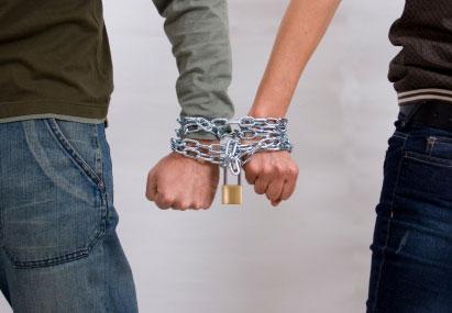 El alcoholismo y la narcomanía a los adolescentes