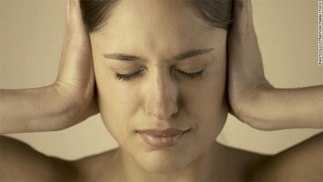 ¿Ruidos en tu cabeza? No es una enfermedad mental, son acúfenos