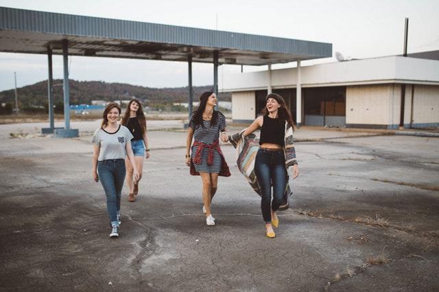 infliuencia amigas adolescente