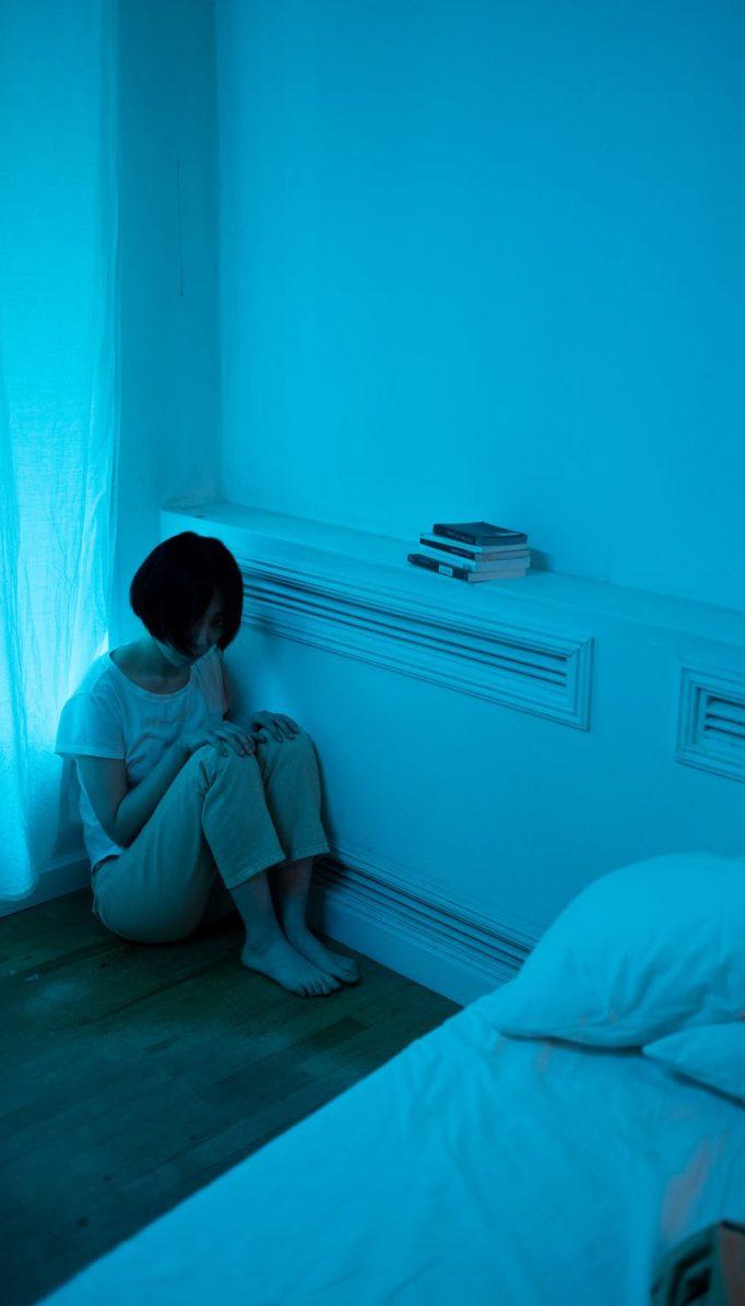 Fobia social: ¿por qué llegamos a tener miedo de relacionarnos con los demás?