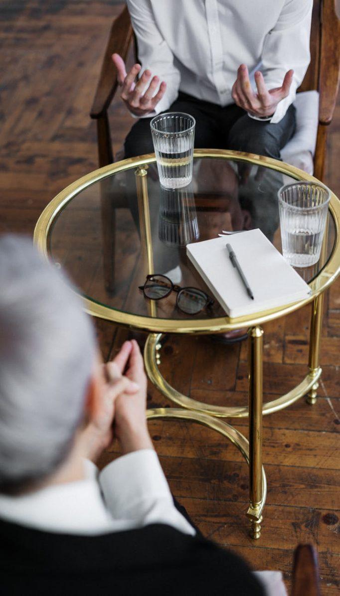 ¿Cuál es la diferencia entre un psicólogo y un terapeuta?