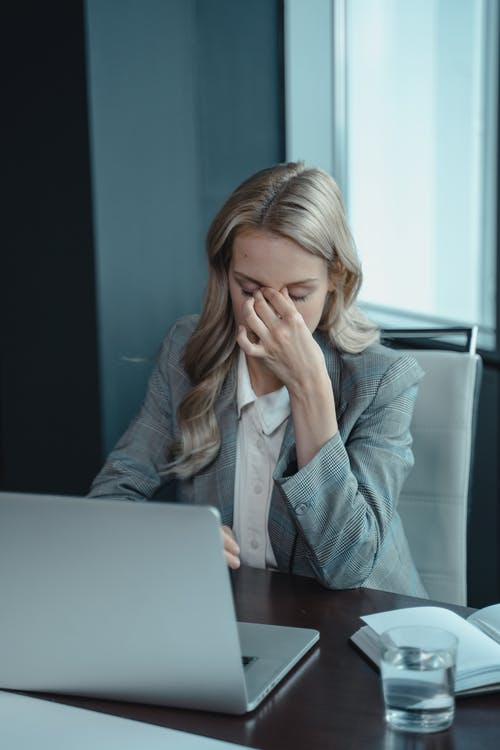 Mi jefe me critica, ¿qué hago?